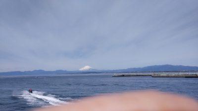 雪の積もった富士山